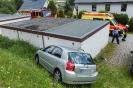 PKW prallt gegen Garage